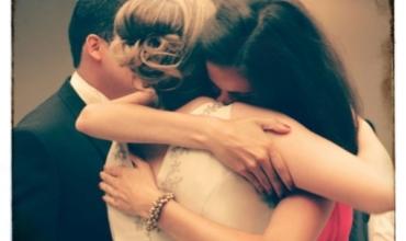 Abrazo de hermanas en mi boda